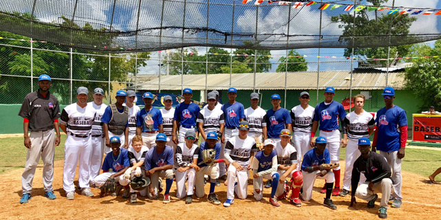 baseball-tour-group-photo.jpg#asset:60705